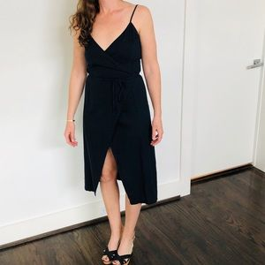 ALICE IN THE EVE Linen wrap dress navy blue